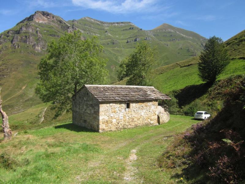 Casa caba a de piedra - Venta de casas rurales en cantabria ...