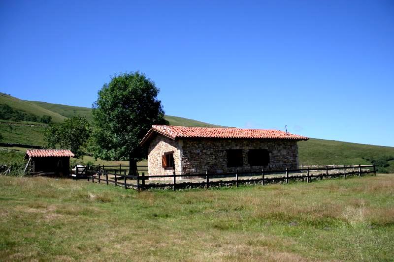 Caba a de piedra restaurada y terreno de m2 en carmona cabu rniga cantabria - Casa rural carmona ...