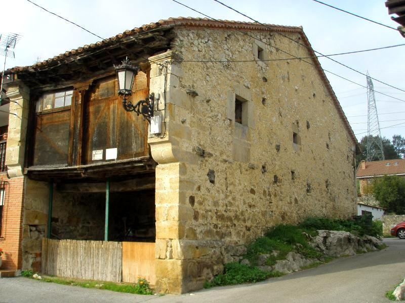 Casa adosada para restaurar en comillas cantabria - Casa para restaurar ...