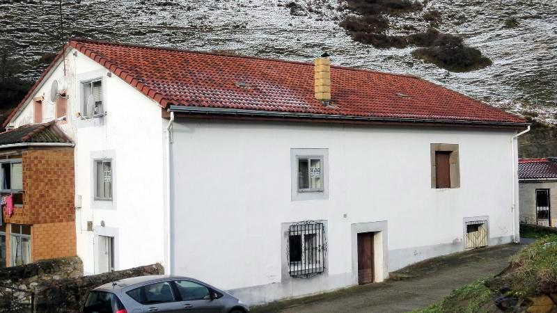 Casa de 141 m2 y parcela de 100 m2 en santiurde de - Casa rural reinosa ...