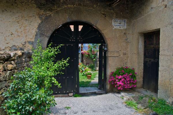 Posada rural en pleno funcionamiento en cabezon de - Venta de casas rurales en cantabria ...